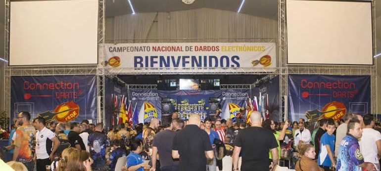 Marina d'Or acoge más de 500 equipos en la FEDE Connection Darts
